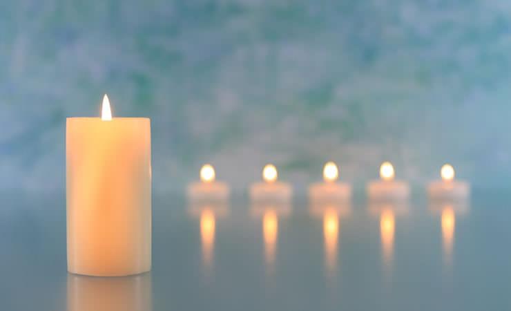 Não se deve acender velas dentro de casa