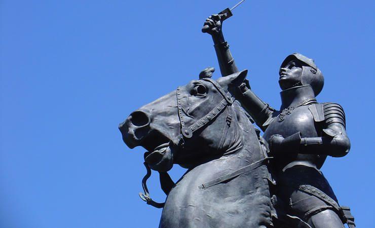 Hoje é Dia da Santa Joana D'Arc, orixá Obá na Umbanda!